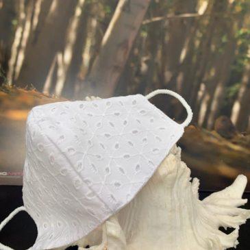 Mascarilla bordada batista perforada para novia y comunión niña