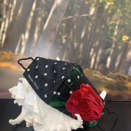 Mascarilla de tul negra con rosa bordada y lunares