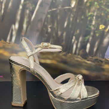 Zapato plataforma color oro