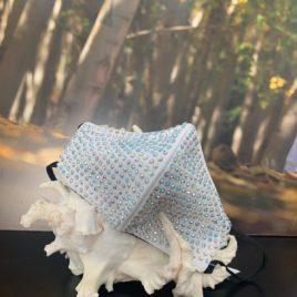 Mascarilla blanca con cristales de Swarovski