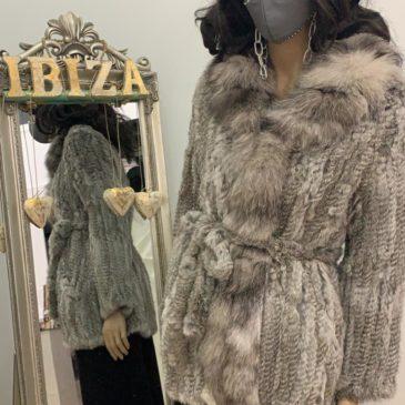 Abrigo corto de piel de conejo color gris