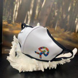 Mascarilla blanca con Indalo multicolor