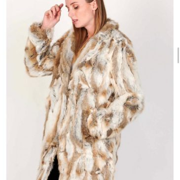 Abrigo largo de piel de conejo color marrón y beige