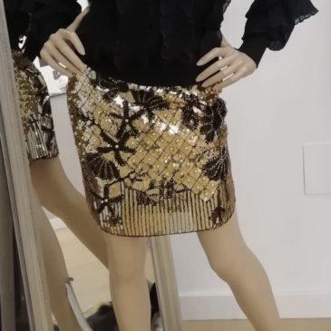 Falda de Piaget oro
