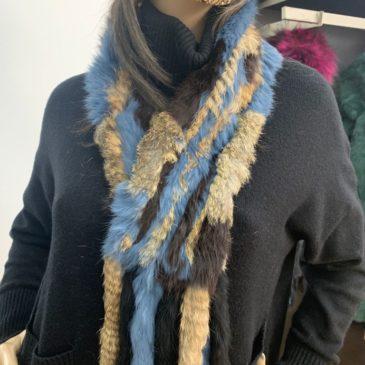 Cuello de conejo de colores azul y marrón