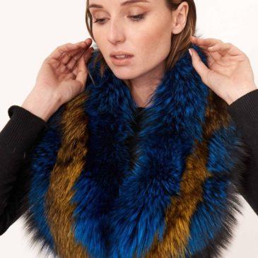 Cuello de piel de zorro bicolor azul y mostaza