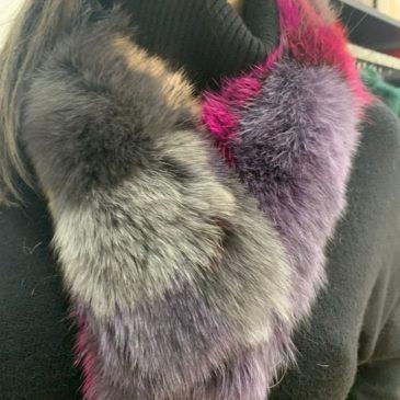 Cuello de zorro de colores