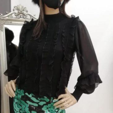 Jersey negro con mangas transparentes