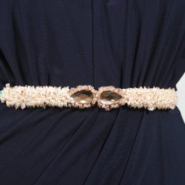 Cinturón joya perlas blancas