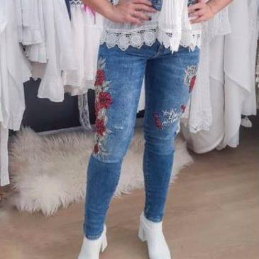 Pantalón vaquero con rosas de Estambul