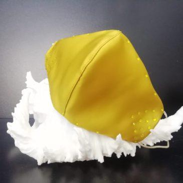 Mascarilla color mostaza con cristales de Swarovski amarillos