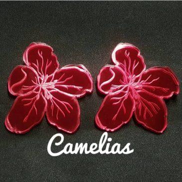Pendientes camelias