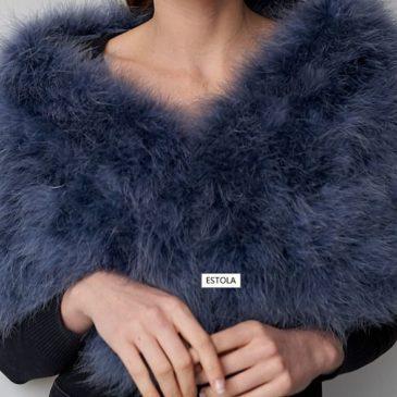 Estola de pelo de avestruz azul